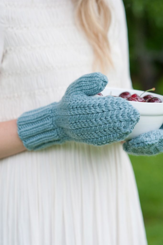 Chevron Cable Mittens